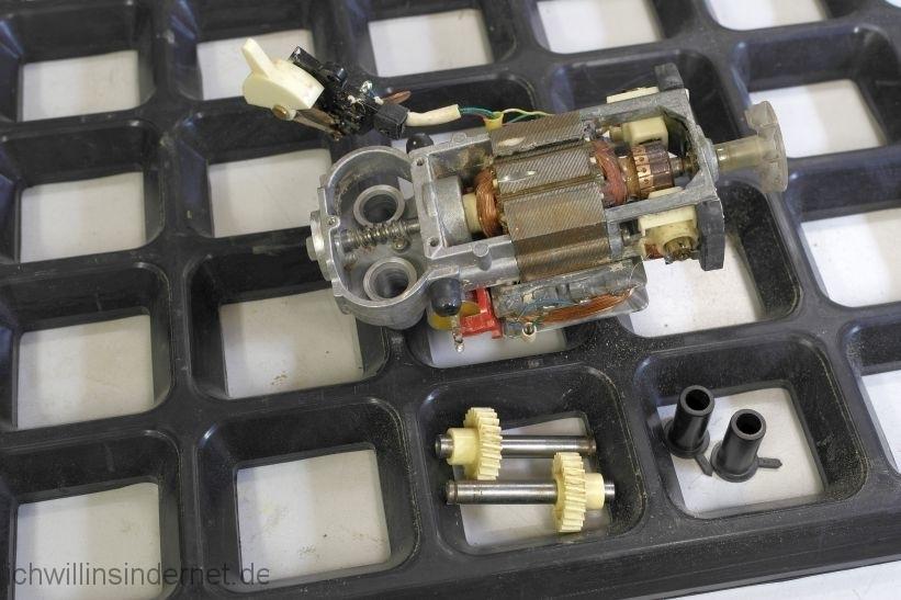 AKA RG28S: gereinigter Antrieb und Motor