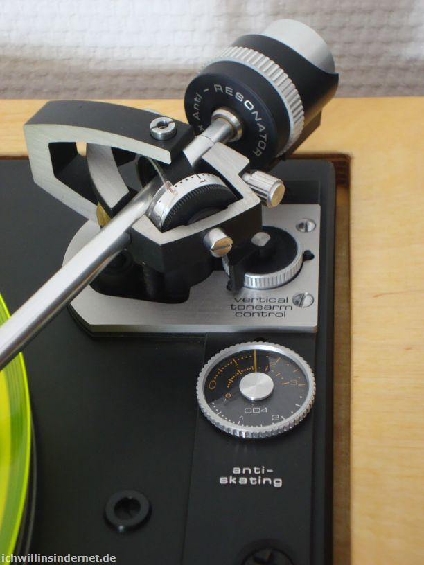 Tonarmhöhenverstellung: vertical tonearm control