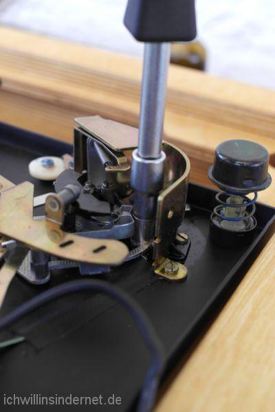 Tonarmhöhenverstellung: verklebte Teile lösen