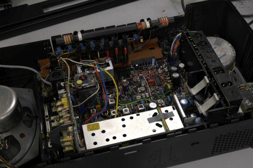 Grundig Satellit 2400 SL: geöffnetes Grundig Satellit 2400 SL