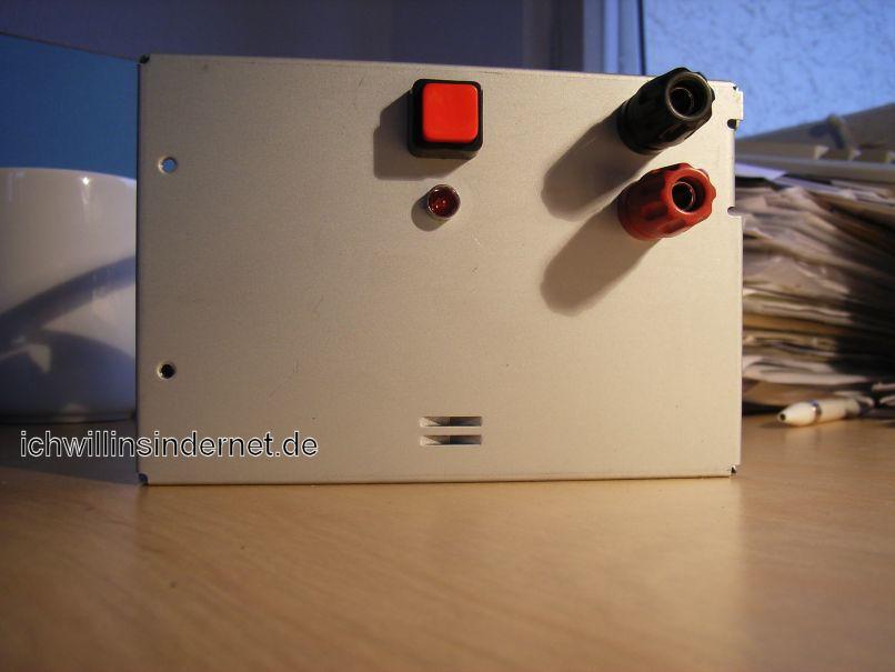 ATX-Netzteil - Festspannungsnetzteil: Schalter, LED und Polklemmen verbaut