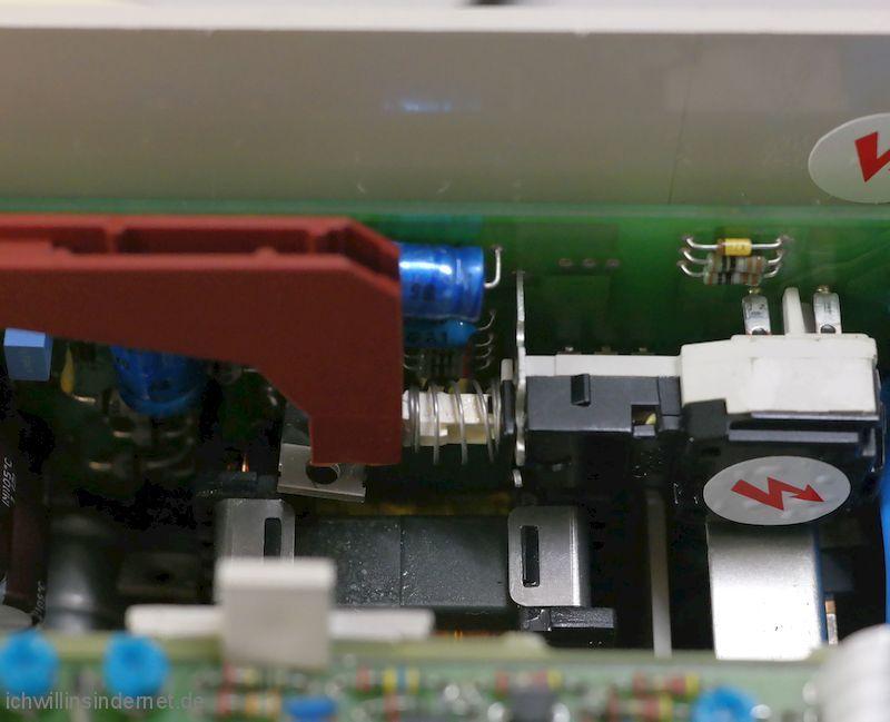 Philips PM 3050 Oszilloskop: Schaltgestänge ausbauen