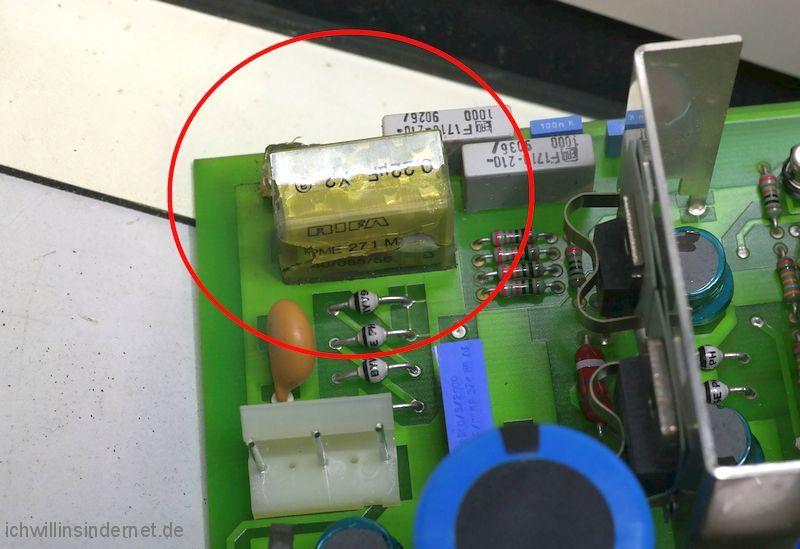 Philips PM 3050 Oszilloskop: geplatzter Entstörkondensator