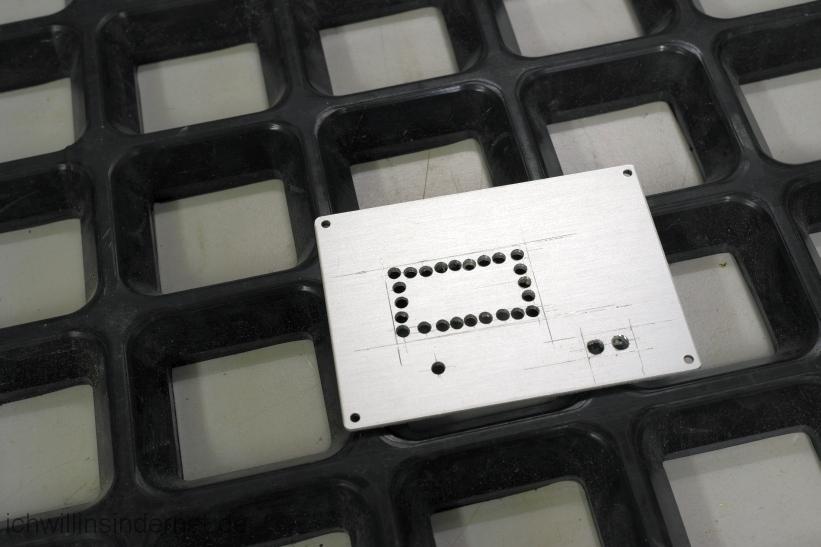Rauscharmes Netzteil für den Raspberry PI mit Hifiberry: Rückwand gebohrt
