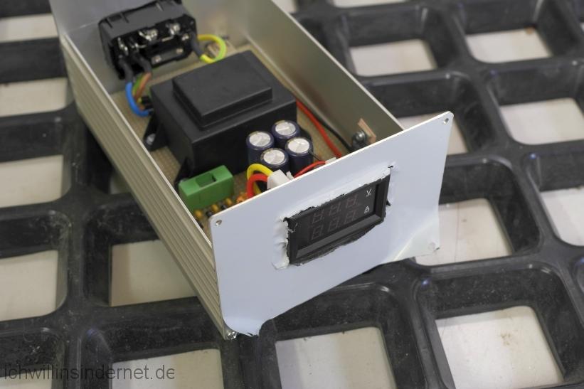 Rauscharmes Netzteil für den Raspberry PI mit Hifiberry: Frontplatte Voltmeter Amperemeter