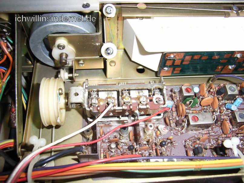 Sansui 661 Receiver: Innenansicht mit Dreh-Kondensator