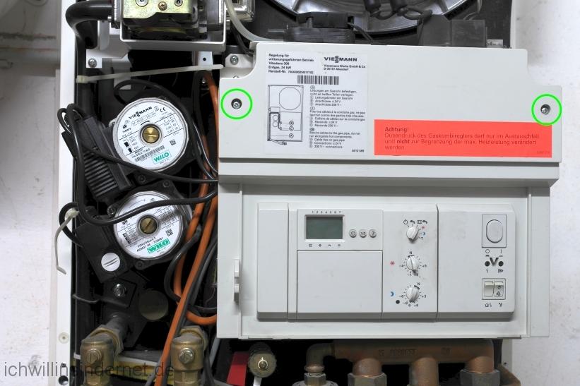 Viessmann Vitodens 300 Steuerung der Heizkreispumpe reparieren: Steuerung öffnen
