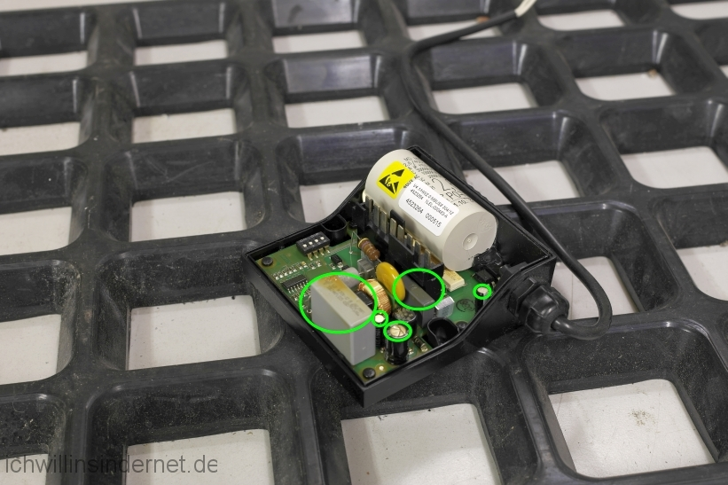 Viessmann Vitodens 300 Steuerung der Heizkreispumpe reparieren: Steuerplatine anfällige Bauteile