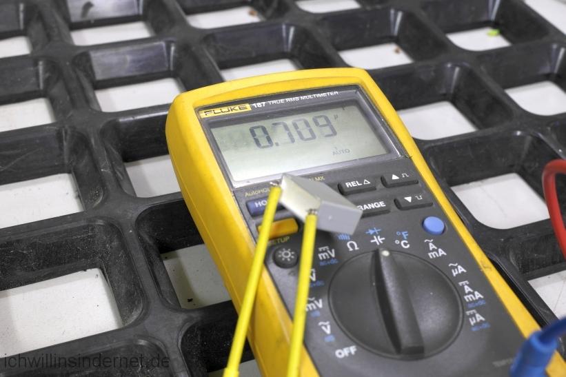 Viessmann Vitodens 300 Steuerung der Heizkreispumpe reparieren: fehlerhafter Kondensator 1µF