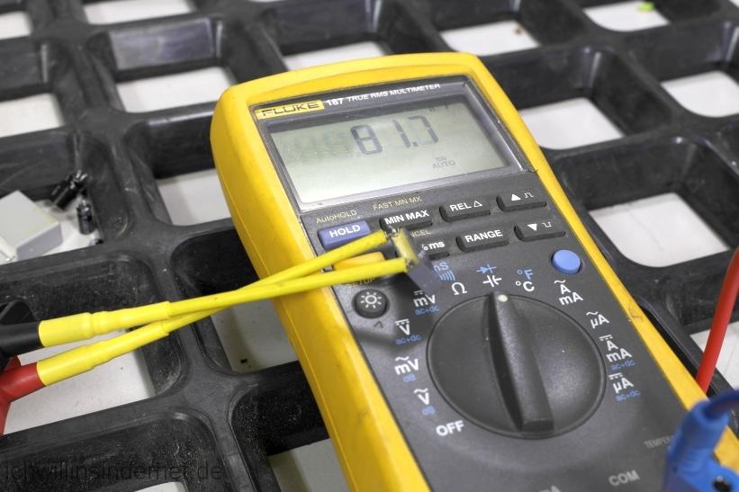 Viessmann Vitodens 300 Steuerung der Heizkreispumpe reparieren: fehlerhafter Kondensator 0,1µF